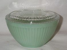SIGNED~FIRE-KING~JADEITE~RIBBED BOWL WITH ORIGINAL CRYSTAL LID~MINT