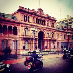#BuenosAires #Argentina #CasaRosada #government #house #moto #classic #motorcycle #streets (en Casa Rosada, Plaza 25 De Mayo, Buenos Aires)