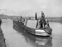The narrowboat, 'HEATHER BELL' heads for the collieries through the industrial Midlands to collect a fresh cargo during 1942 Barge Boat, Canal Barge, Canal Boat, Birmingham Canal, Wooden Speed Boats, Boating Tips, Steam Boats, Love Boat, Boat Painting
