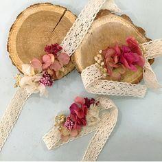 Pulseras de flores preservadas para damas de honor.  hola@ercbahia.com