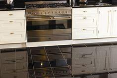 eine polierte granit arbeitsplatte bringt zeitlosigkeit. Black Bedroom Furniture Sets. Home Design Ideas