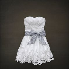lace and bow. <3