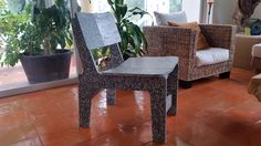 silla de plastico reciclado Recycled Plastic Furniture, Recycling, Dining Chairs, Home Decor, Plastic Chairs, Playgrounds, Upcycling, Furniture, Dressmaking