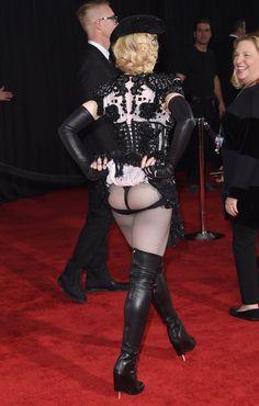 Pin for Later: De Geisha à Cow-Girl, en Passant Par Punk-Lady, Retour sur les Moments Mode les Plus Fous de Madonna  En Givenchy lors des Grammy Awards de 2015.