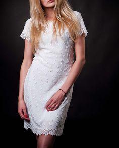 #whitedresses #cottondresses #summerdresses #beautydresses #saledresses #flowerdresses Late Summer, Summer Sale, Short Sleeve Dresses, Dresses With Sleeves, White Flowers, Fashion, Moda, Sleeve Dresses, Fashion Styles