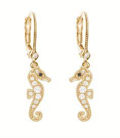 Stone Paris boucles doreilles hippocampe http://www.vogue.fr/joaillerie/shopping/diaporama/bijoux-bestiaire-sensuel-animaux-serpent-aigle-panda/12349/image/738935#stone-paris-boucles-d-039-oreilles-hippocampe