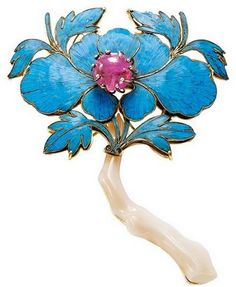 Chinese precious stone and kingfisher mother-of-pearl jewelry.