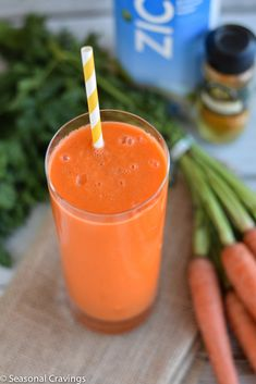 Smoothie Recipes Carrot, Apple and Turmeric Smoothie - delicious immunity boosting treat! - If one of your resolutions is to eat more veggies, this Carrot, Apple and Turmeric Smoothie is for you. It's bright, beautiful and full of goodness. Smoothie King, Smoothie Packs, Smoothie Detox, Avocado Smoothie, Juice Smoothie, Smoothie Drinks, Smoothie Bowl, Fruit Smoothies, Healthy Smoothies