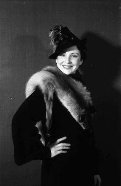 1941.Foto Willy Pragher Fur Coat, Jackets, Fashion, Down Jackets, Moda, Fashion Styles, Jacket, Fasion, Fur Coats