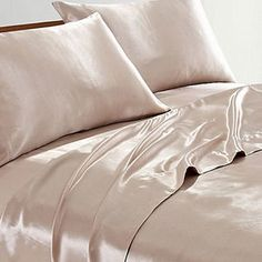 Silk sheets it is nice to pamper oneself just a little. One way to do that is give yourself a good night's sleep on silk sheets. Room Ideas Bedroom, Bedroom Inspo, Bedroom Decor, Silk Bed Sheets, Satin Sheets, Dream Rooms, Dream Bedroom, Drap Satin, Satin Bedding