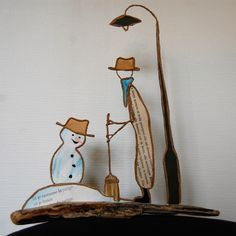 """Quand la neige envahie nos trottoirs"" ""When the snow invades our sidewalks"" Sculptures Sur Fil, Sculpture Art, Wire Sculptures, Paper Christmas Ornaments, Paper People, Toilet Paper Roll Crafts, Wire Trees, Wire Crafts, Wire Art"