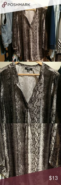 Cute Blouse Plus Size in Perfect Condition!! This blouse is so cute. Like brand new. No holes, stains, tears or discoloration. Please refer to pics. Have questions. I'm here. Tops Blouses