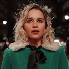 only emilia clarke Last Christmas Movie, Christmas Hair, Christmas Icons, Emilia Clarke Hot, Emelia Clarke, Emilia Clarke Last Christmas, Grown Out Pixie, Holiday Icon, Mother Of Dragons