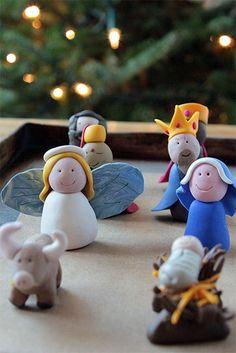 Original Belén hecho con Fimo.    http://charhadas.com/specials/444-manualidades-de-navidad/special_items/28845-original-belen-hecho-con-fimo