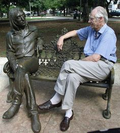 """""""Fifth Beatle"""" and long-time producer, George Martin, with the John Lennon bronze sculpture in John Lennon Park in Havana, Cuba. RIP George Martin the Fifth Beatle John Lennon Beatles, The Beatles, Jhon Lennon, Great Bands, Cool Bands, Music Is Life, My Music, Liverpool, George Martin"""