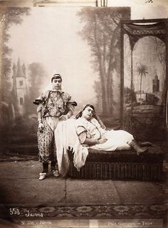 Photo Detail - Albumen print from wet plate negative by J. Andre Garrigues (Tunis) - Jewish Women in Tunisia Photo Exhibit, My Heritage, Anthropology, Big And Beautiful, Traditional Outfits, Vintage Photos, Culture, Armenia, Country