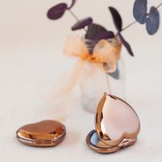 Open your heart to love--love for these heart-shaped compact mirror favors, that is!