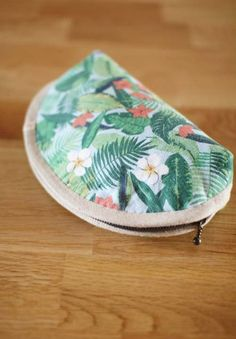 Easy Sew Small Makeup Bag Seashell. Sewing Pattern & Photo Tutorial