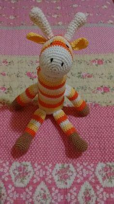 Girafinha listrada essa já tem dono mas vc também pode pedir a sua por apenas 25,00 reais :)