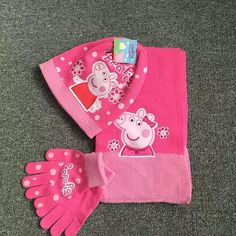 #peppapig #scarf #glove #bobblehat #pink #cap #girls #hat #character #accessory #yam #crocheting #crochet  #headwrap #brand #cartoon #blogger #pattern #new #style #knitting #fun #fashion #gift #winter #cold❄ #school #knit  #fashionclothesoutlet #handmade lala1127~~~~~Pls like and share at brand4outlet.com , ❗❤🍀😍
