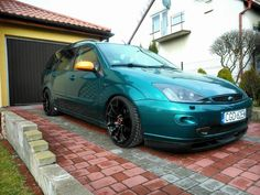 Green Ford Focus mk1 Wagon version Big rims tomason TN1