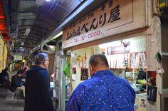 店構えは屋台のよう。席の数も多くはないが、連日焼き餃子と小龍包を求めて来る客で溢れて行列になることもしばしば。