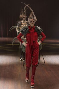 Undercover Fall 2017 Ready-to-Wear Fashion Show look 5 & 6 Pheasants in the Theater