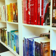 Empezamos el Reto Literario por Colores de la Libroteca. Un juego muy divertido donde dispondréis de una cartilla que tendréis que completar, 5% de descuento y regalos para los que la terminéis.  Toda la información en nuestra web. ¿Cuál será vuestro libro elegido para empezar? La gente se está decantando por el rojo...