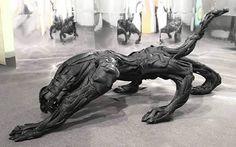 O escultor alemão Mirko Siakkou-Flodin criou uma série de esculturas criativas utilizando pneus de carros como recurso de criação. Mirko se especializou em