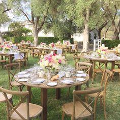 Feeling inspired by this pretty farm table wedding reception! Garden Wedding, Boho Wedding, Rustic Wedding, Dream Wedding, Table Wedding, Wedding Reception Decorations, Wedding Receptions, Wedding Bells, Wedding Colors