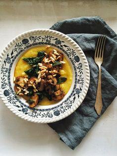 Polenta w/ Lemon-Tamari Sautéed Baby Spinach & Sage Mushrooms I Love Food, Good Food, Yummy Food, Tasty, Savoury Dishes, Vegan Dishes, Vegan Food, Vegetarian Recipes, Cooking Recipes