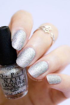 Stunning silver nails - OPI Liquid Sand It's Frosty Outside! Click for review. #opi #liquidsand