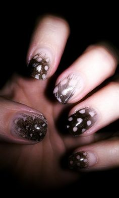 Feather Nail Art Tutorial - http://yournailart.com/feather-nail-art-tutorial/ - #nails #nail_art #nail_design #nail_polish