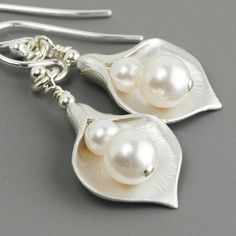 Pearl Bridesmaids Jewelry SET OF 6 Bridesmaid Earrings 15% OFF - Silver Calla Lily Earrings - White Swarovski Pearl Drop Earrings - Wedding