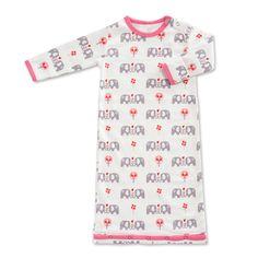 Viele viele Elefanten... Toller Baby-Sommerschlafsack der auch an kälteren Tagen als Nachthemd dient der niederländischen Babymode-Marke Fresk. Hergestellt aus 100% Bio-Baumwolle ist der Schlafsack besonders kuschelig und natürlich auch hautschonend. Das tolle Elefanten Print is Rosa gibt dem Baby Sommerschlafsack den ganz besonderen Look.
