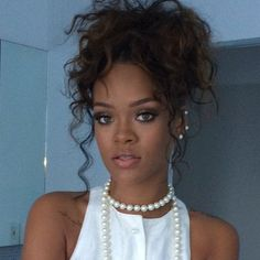 Find images and videos about beauty, makeup and rihanna on We Heart It - the app to get lost in what you love. Rihanna Riri, Rihanna Style, Rihanna Nails, Hair Inspo, Hair Inspiration, Girl Hairstyles, Wedding Hairstyles, Rhianna Hairstyles, Curly Hair Styles