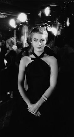 un-air-d-autrefois:Jean Seberg at Maxime's Restaurant ,1957© Bob Willoughby