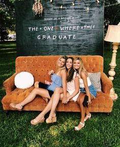 52 Best Graduation Party Ideas Guaranteed To Impress - Bildungsniveau - Graduation pictures,high school Graduation,Graduation party ideas,Graduation balloons Graduation Party Planning, College Graduation Parties, Graduation Party Decor, Grad Parties, Graduation Ideas, Outdoor Graduation Parties, Grad Party Decorations, Graduation Backdrops, 21st Party Themes