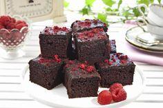 Saftig og deilig sjokoladekake. Norwegian Food, Norwegian Recipes, Yule, Cake Recipes, Sweets, Dining, Desserts, Winter Solstice, Cakes
