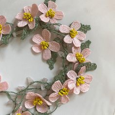 Handcrafted crochet necklace. Made from lace yarn is polyester. Do not bleed in colors can be washed and ironed . Pink daisy flower crochet necklace the thread in green colour. You can make variations on the colors you want, but I can give you time 79 inches (2 meters) or