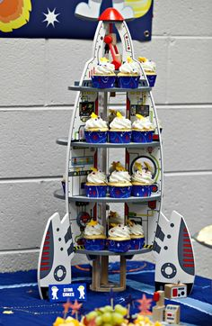 Rocket cupcake stand centre piece for a childrens space themed party Cumple Toy Story, Festa Toy Story, Toy Story Party, Outer Space Theme, Outer Space Party, Rocket Birthday Parties, Birthday Party Themes, Astronaut Birthday Party Ideas, 5th Birthday