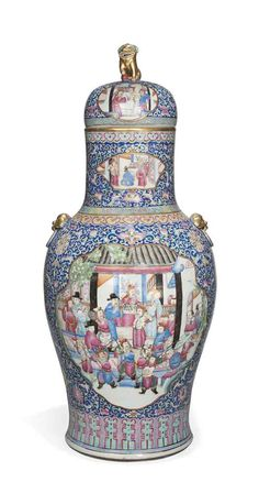 A LARGE CHINESE FAMILLE ROSE VASE AND COVER