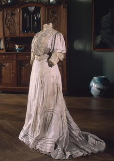 1900's Summer Dress Russia Manufacture: Auguste Brisac's Workshop Early 20th century School: St Petersburg silk foulard with printed design and lace