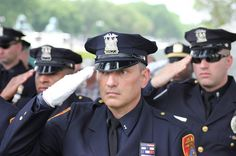 The New York Jets are honoring first responders Dec.5. They invited Linden police officers to their home game.    http://www.lawenforcementtoday.com/ny-jets-salute-heroes-from-linden-police-department/