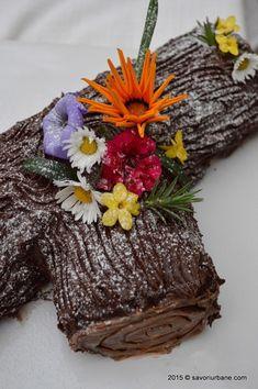 Tort buturuga trunchi de copac Savori Urbane (5) Dessert Recipes, Desserts, Cake Cookies, Tiramisu, Food And Drink, Cooking Recipes, Favorite Recipes, Sweets, Navidad
