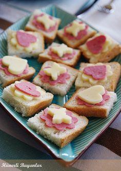 Uno kahvaltılık tost ekmeğinin üzerine birazcık mayonez sürerek sabitlediğim :) kaşar ve salamlı kanapeler. Salad Decoration Ideas, Passat B7, Finger Foods, Doughnut, Cooking, Party, Desserts, Food, Kitchen