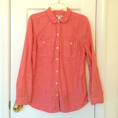 Women's orange button up shirt Like new women's shirt from Old Navy. Worn once or twice. Great condition, just doesn't fit any more. Old Navy Tops Button Down Shirts