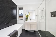 Elderton Homes, Bathroom designed using Everstone Tiles