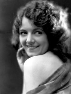 happy birthday, Janet Gaynor - she won the first-ever Best Actress Oscar for her stunning work in 7th Heaven, Sunrise: A Song of Two Humans (the greatest silent film of all) and Street Angel. She was also lovely and extremely moving in Lucky Star, Sunny Side Up, Delicious and the first version of A Star Is Born.