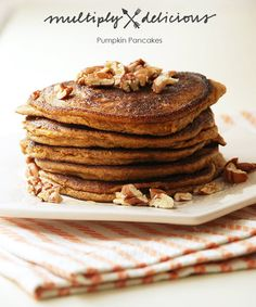 It's pumpkin season and you know what that means.pumkin for breakfast, lunch, and dinner. Start your day with these Pumpkin Pancakes with Toasted Pecans. Paleo Pumpkin Pancakes, Pancakes And Waffles, Pecan Pancakes, Pumpkin Puree, Breakfast Snacks, Paleo Breakfast, Breakfast Dishes, Breakfast Ideas, Holiday Recipes